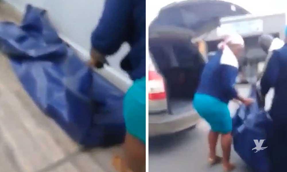 (VIDEO) Familiares llevan cuerpo de familiar fallecido a la oficina para cobrar el seguro de vida