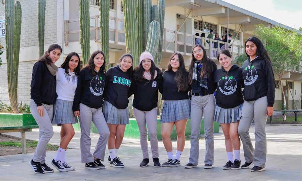 Alumnas de COBACH tienen la opción de usar pantalón como uniforme durante la temporada invernal en BC
