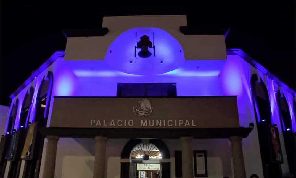 Palacio Municipal de Tecate se pinta de azul para conmemorar el Día Internacional de las Personas con Discapacidad