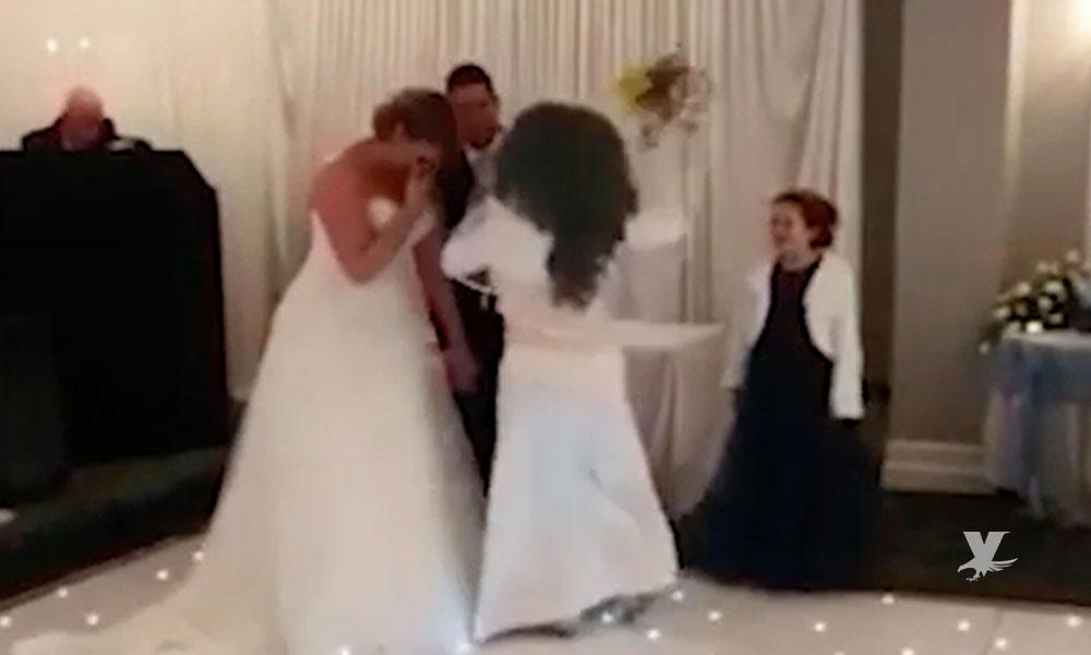 (VIDEO) Mujer vestida de blanco ingresa a una boda y comienza a golpear al novio