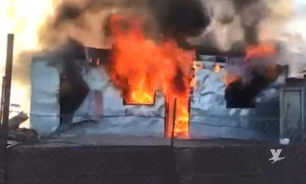 Intentan quemar vivos a tres hombres al interior de una casa
