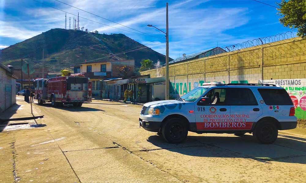 Bomberos atienden reporte de incendio de taqueria en Tecate