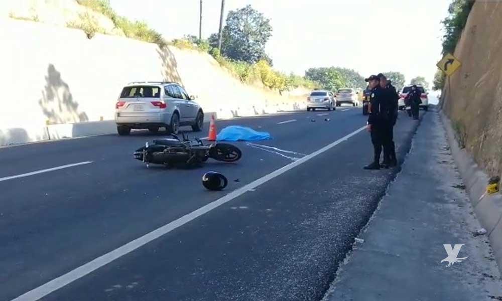 Motociclista derrapa y muere cuando otro automovilista pasa por encima de él