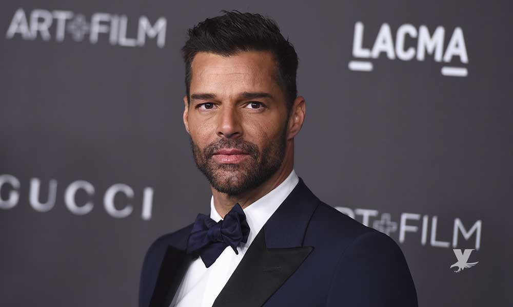(VIDEO) Ricky Martin sorprende a sus seguidores tocando 'su miembro'