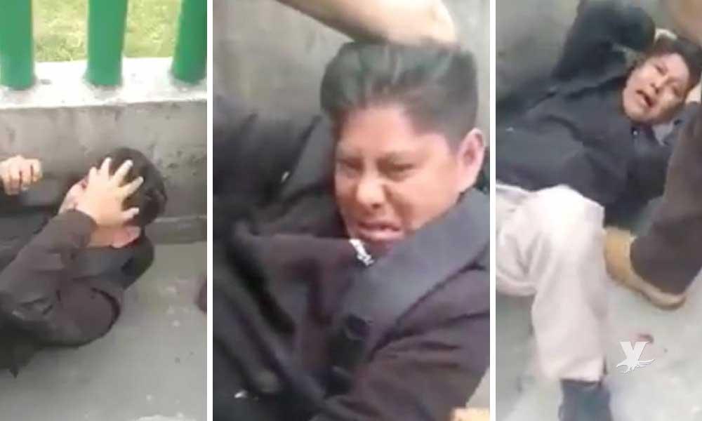 (VIDEO) Hombre es sometido y golpeado después de agarrar el trasero a una joven