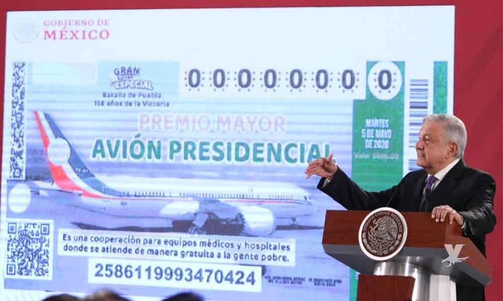 AMLO presenta el boleto oficial para la rifa del avión presidencial