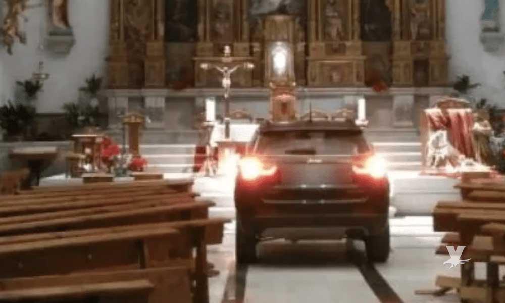 Hombre asegura que fue poseído por un demonio y por eso ingresó en su camioneta a la iglesia