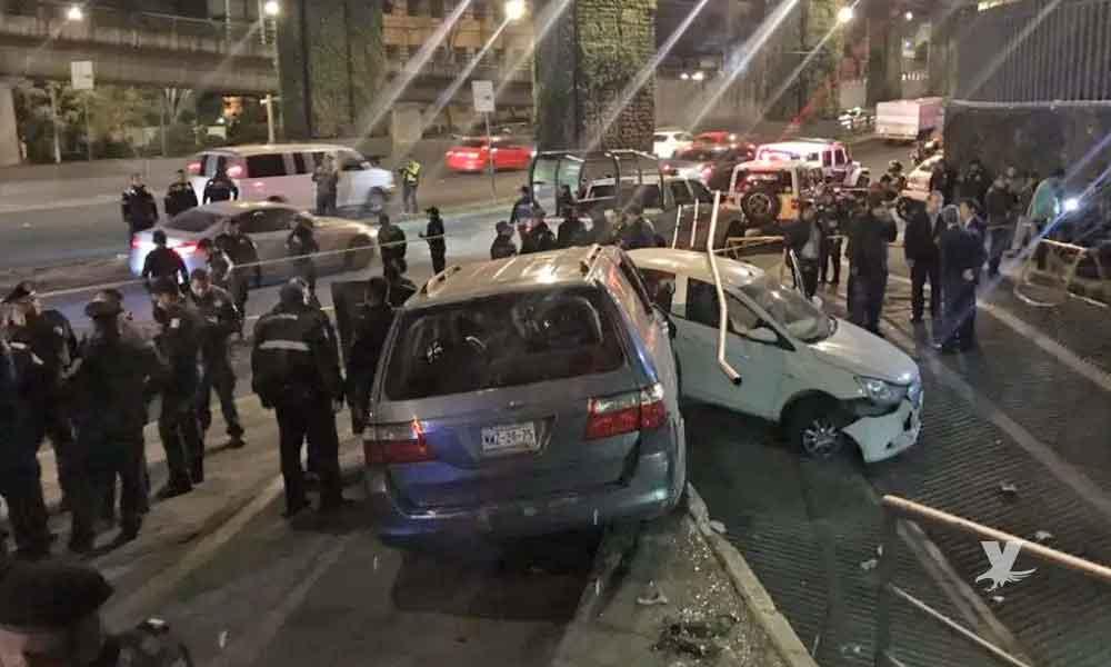 (VIDEO) Policías y delincuentes se enfrentan a disparos en Periférico Sur de la CDMX