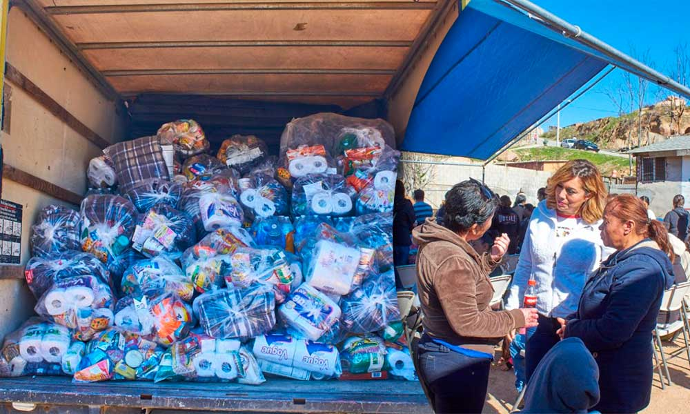 Entregan apoyos a familias afectadas por los incendios de El Mirador en Tecate