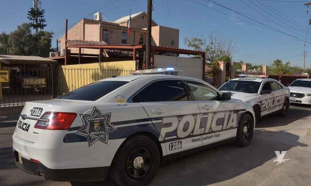 Oficial de policía de Mexicali toma de rehenes a sus familiares y después se suicida