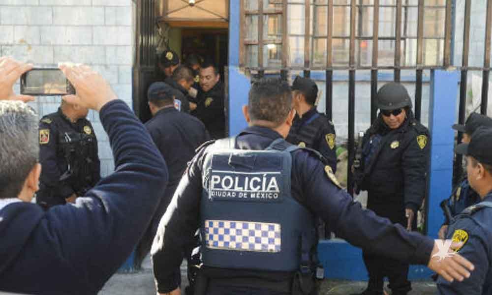 Detienen a oficial de la policía por asfixiar con una cobija hasta la muerte a su esposa