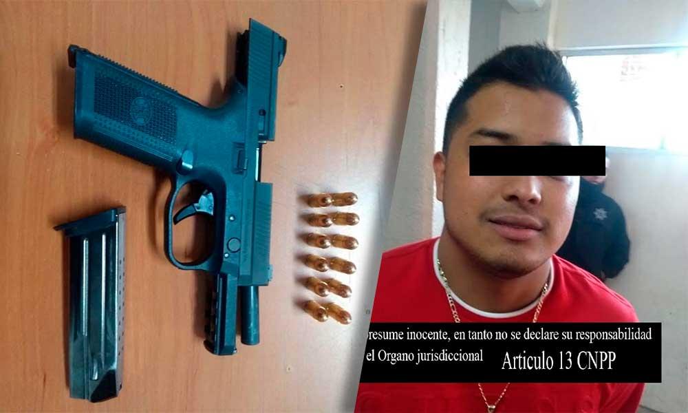 Asegurado con arma de fuego afuera del bar Taboo  en Tecate