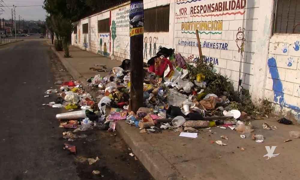 Multarán hasta con mil 300 pesos a personas que no limpien sus banquetas en Tijuana