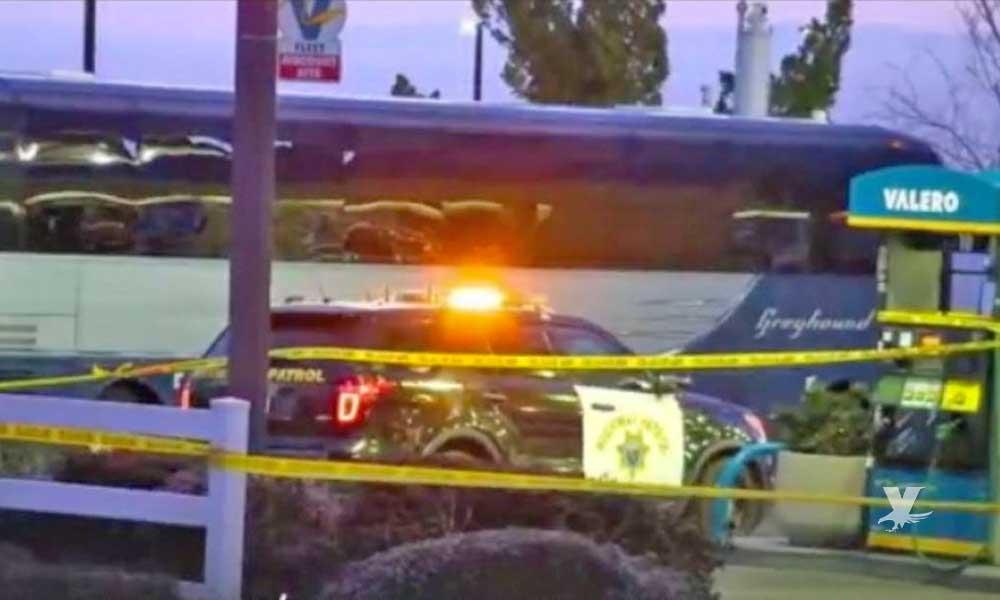 Pasajero dispara contra 43 usuarios al interior de un autobús en California