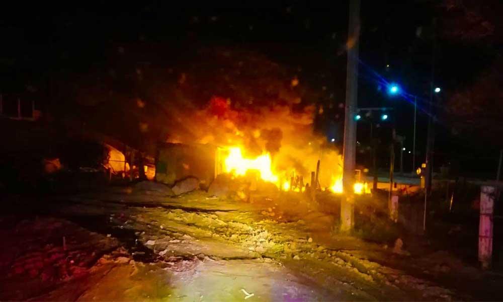 Fuego consume casa habitación en Tecate