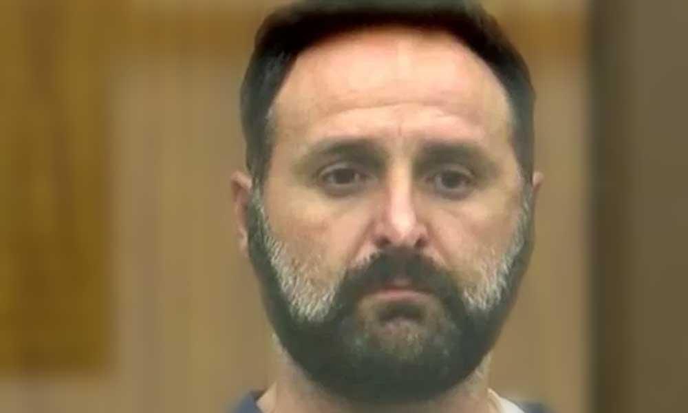 Hombre en California admite que apuñaló a su madre hasta matarla