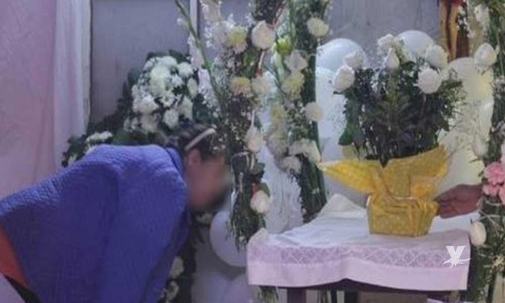 Muere mujer de un infarto fulminante mientras velaba a su hija