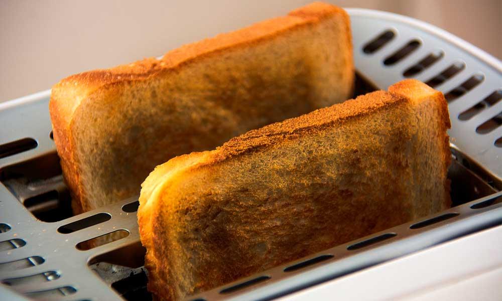 Tostar el pan de más podría causarte esta terrible enfermedad