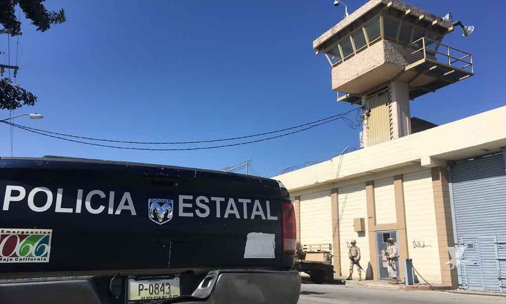 Interno intenta escapar brincando la barda de 'La Peni' en Tijuana