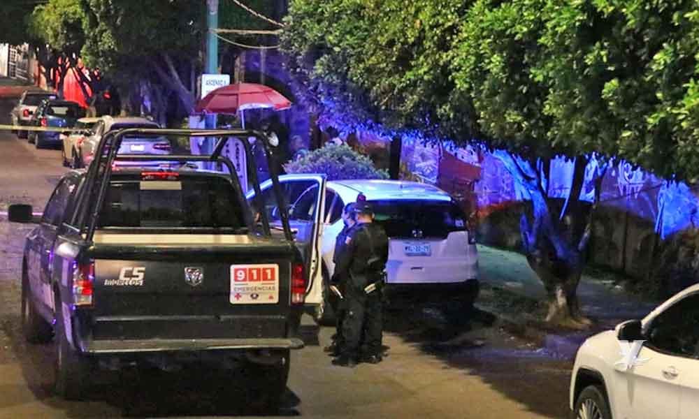 Grupo armado mata a guardia y secuestra a periodista en el interior de un bar
