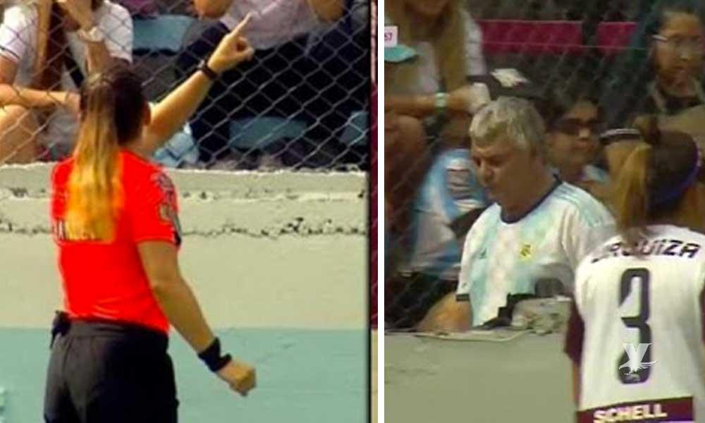 (VIDEO) Árbitro expulsa a un aficionado que insultaba a jugadoras de ambos equipos