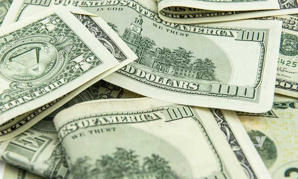 Dólar toca la barrera de los 24.4 pesos