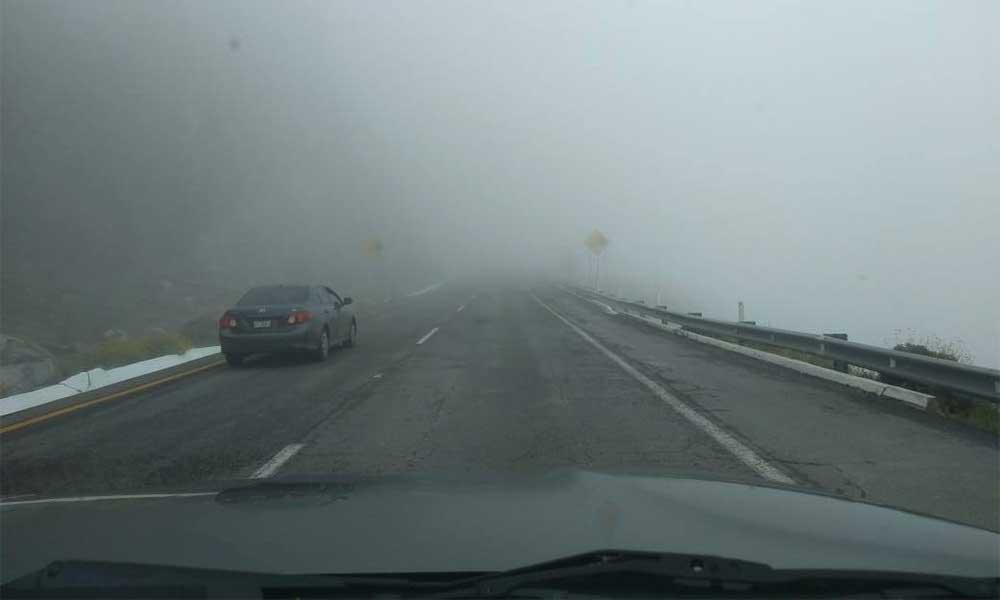 Advierten por densa neblina en La Rumorosa