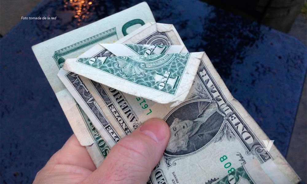 ¡Increíble! Dólar llega hasta los 25.16 pesos en bancos