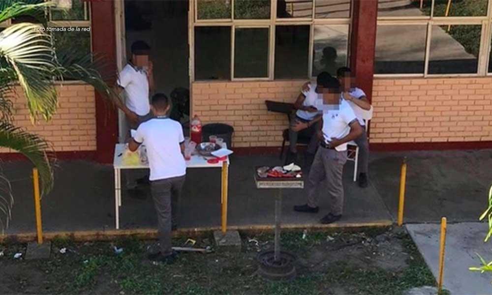 Estudiantes de prepa hacen carne asada en el receso por paro de mujeres