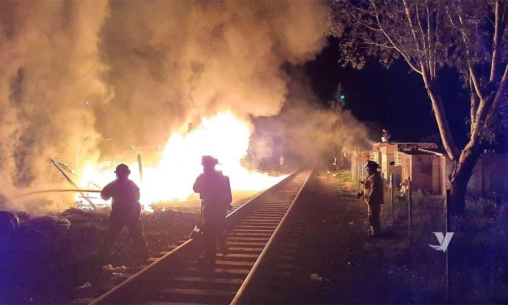 Incendio consume casa en Tecate