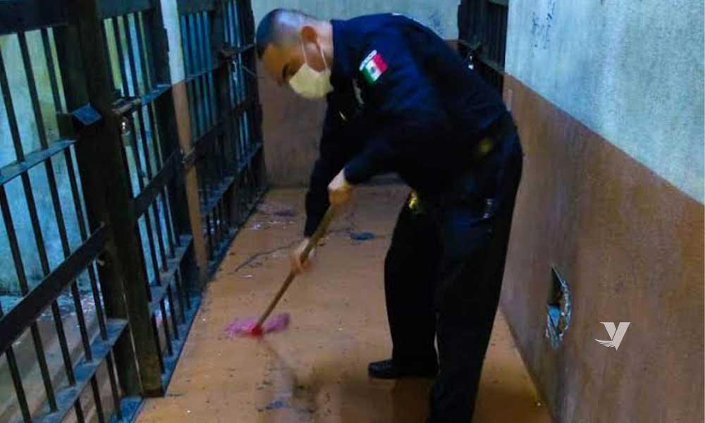 Lavan y desinfectan celdas preventivas de Seguridad Ciudadana en Tecate