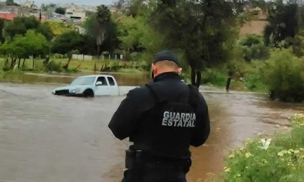 Persona atrapada en arroyo es rescatada en Ensenada
