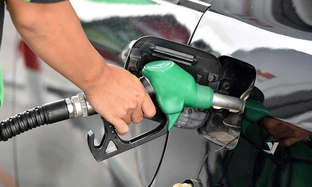 Advierte Profeco a 100 gasolineras por no bajar precios