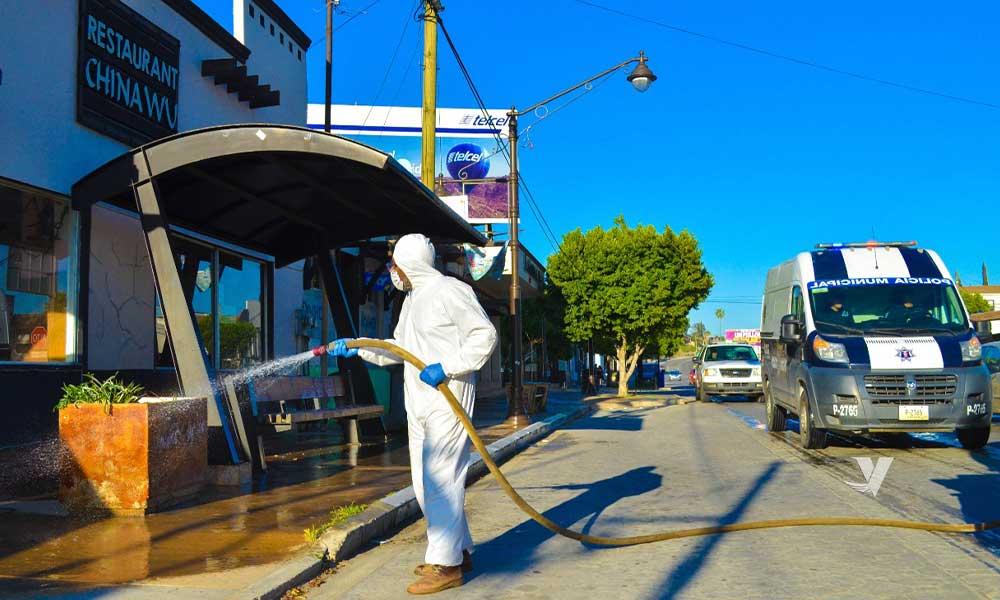 Realiza XXIII Ayuntamiento de Tecate limpieza con pipa de solución sanitizante ante pandemia por Covid-19