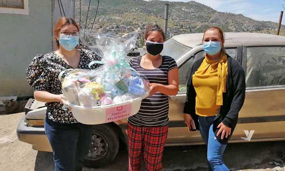 Entrega DIF Municipal canastas con artículos para bebé a mujeres embarazadas