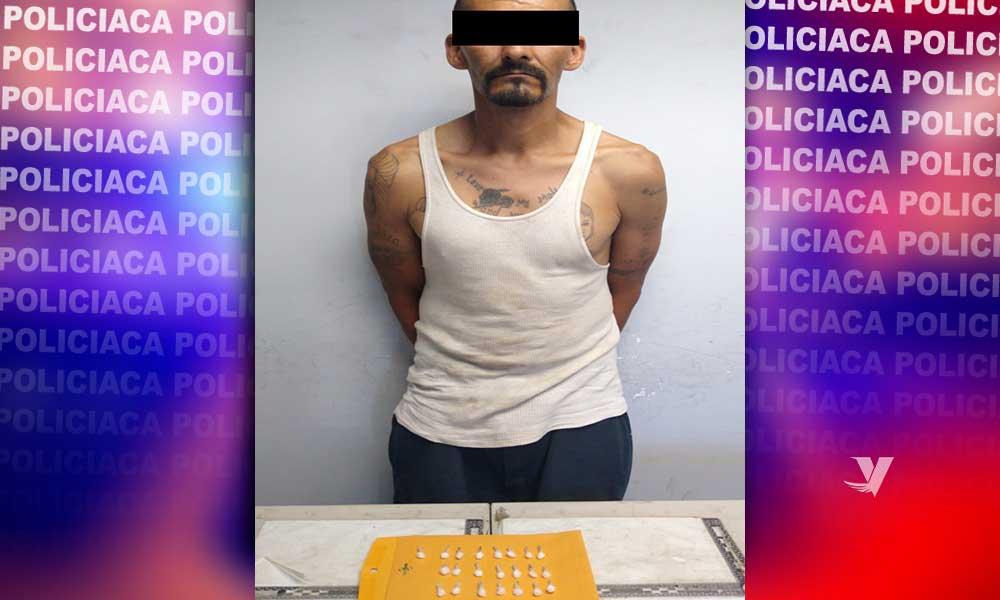 Detienen a presunto narcomenudista con envoltorios de drogas