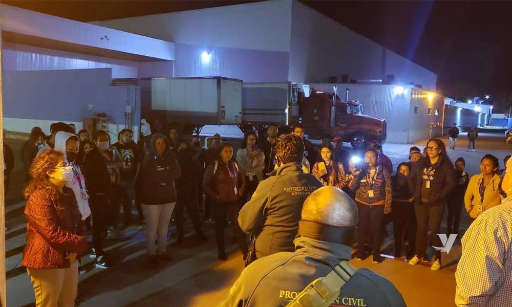 Atiende Protección Civil reporte de empleados en empresa maquiladora por COVID-19