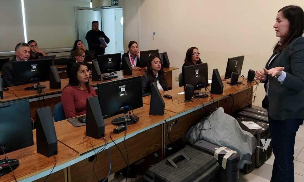 Brinda Secretaría de Educación soporte informático a 21 escuelas para acceder a TIC's