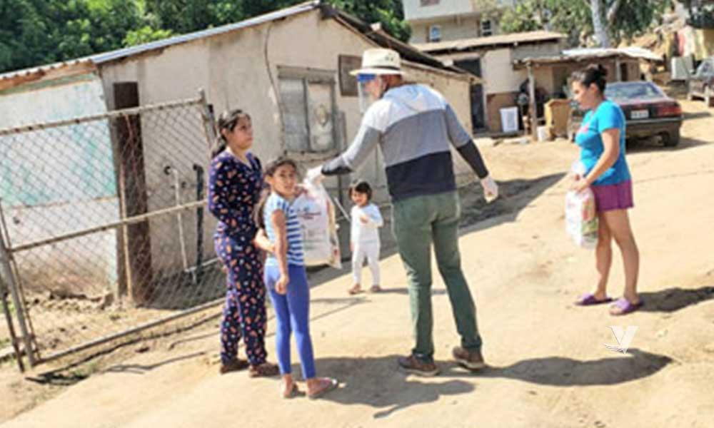 Entregan despensas a familias vulnerables en Tecate
