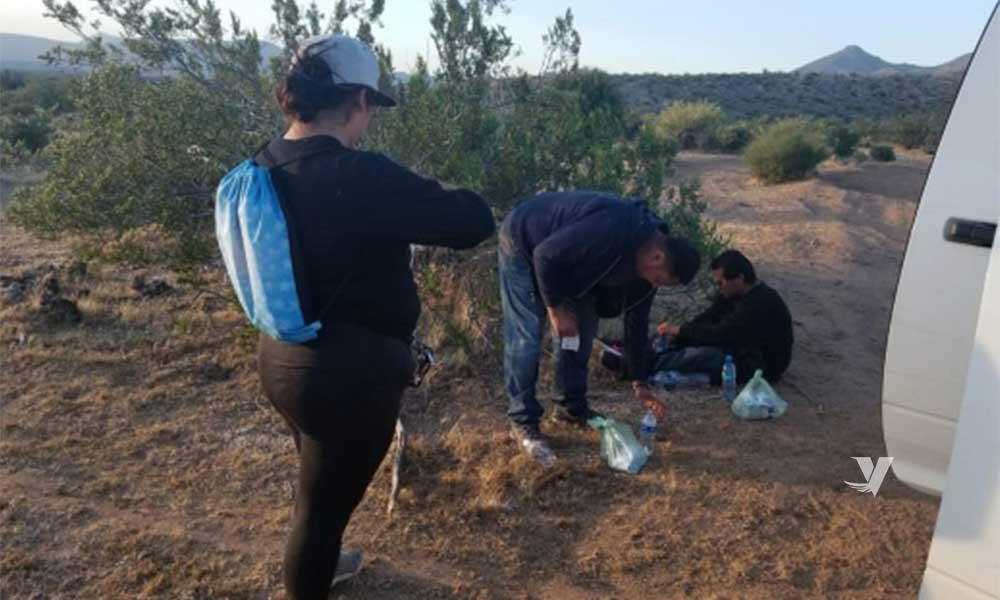 Rescatan a tres migrantes abandonados por su guía