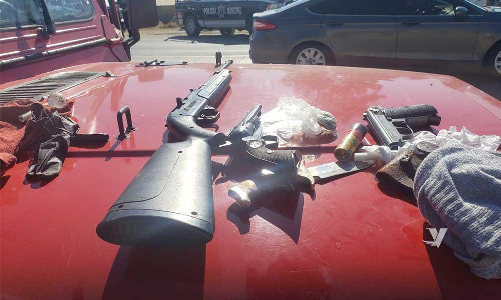 Municipales capturan a persona con armas y drogas