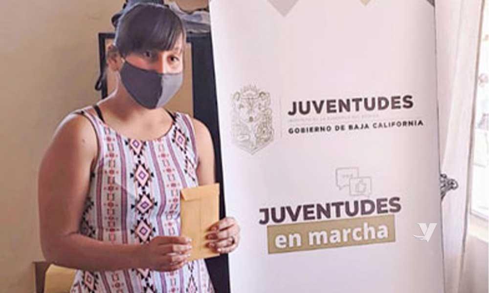 Entrega Instituto Municipal de la Juventud becas a jóvenes tecatenses