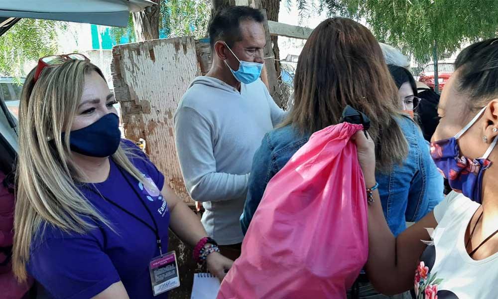 Entrega DIF Municipal 50 despensas a familias vulnerables en la colonia Olivos
