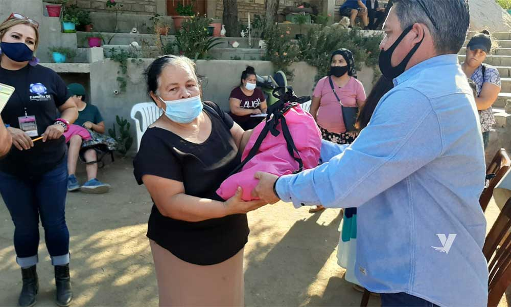 Entrega DIF Municipal 35 despensas a familias vulnerables en la colonia El Rincón Tecate