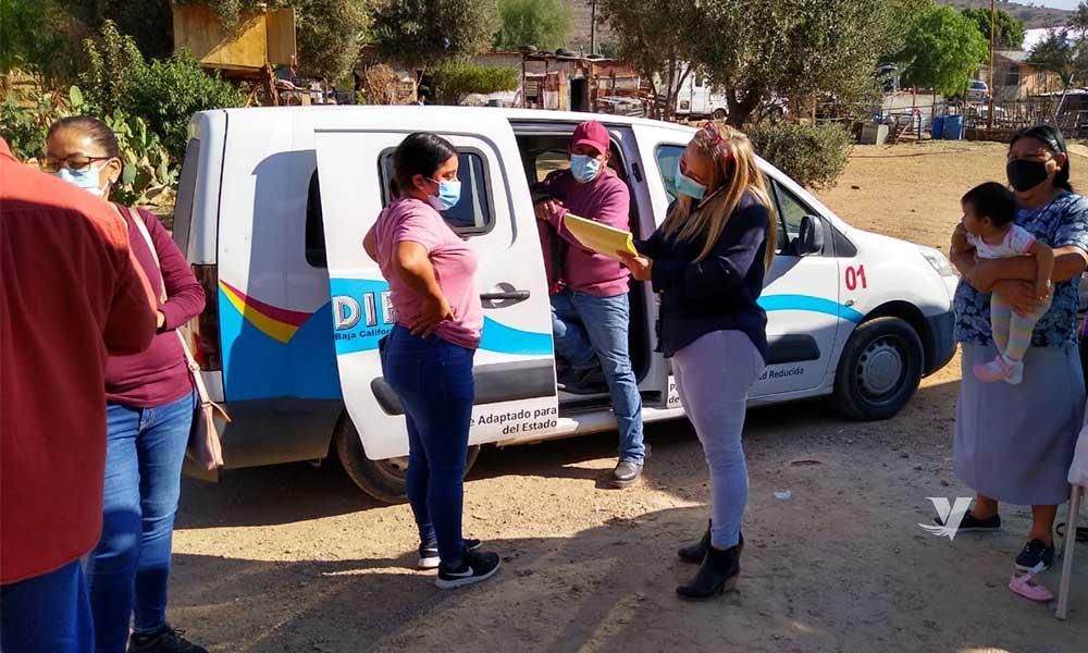 Entrega DIF Municipal Despensas En  La Comunidad De Cañada Verde Y Al Adulto Mayor Empacador