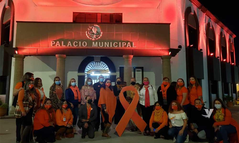 Iluminan Palacio Municipal Color Naranja En Conmemoración  Del Día Internacional De La Eliminación De La Violencia Contra La Mujer