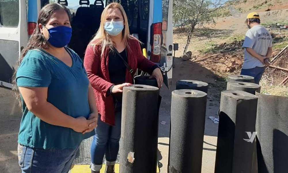 Entrega DIF Municipal apoyos en cartón  de felpa a familias de la colonia Paso del Águila; entregó a demás litros de leche a familias vulnerables