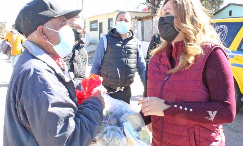 Entrega alcaldesa, Olga Zulema Adams Pereyra,  apoyos a familias en situación vulnerable de La Rumorosa
