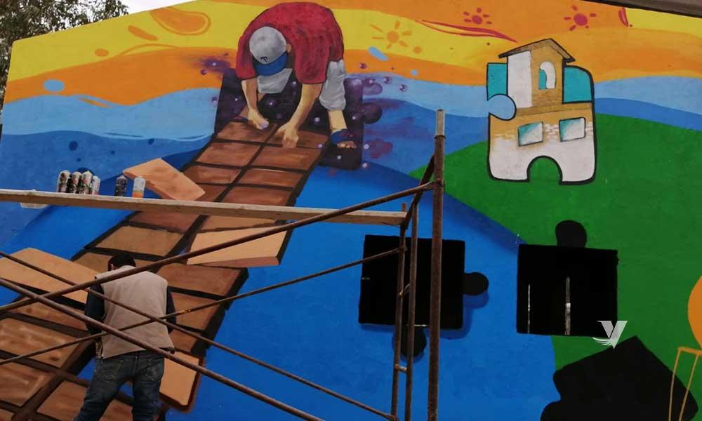 Coordina XXIII Ayuntamiento de Tecate la realización de mural en nueva colonia Hindú como parte del cierre del programa urbanismo